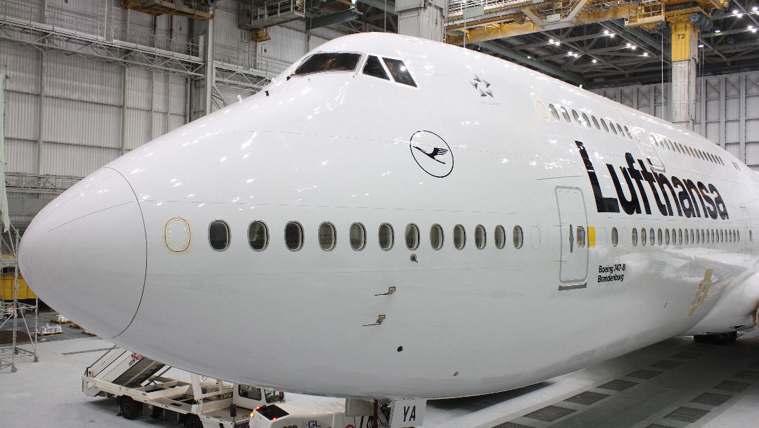 "Lufthansa ""New livery"" Paint Time-lapse Video Project"