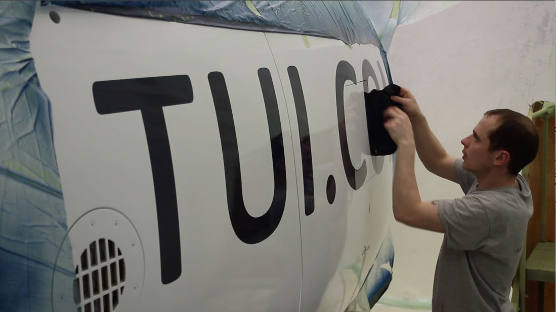 "TUI ""Magic Life"" logo reveal by Airline Time-lapses"